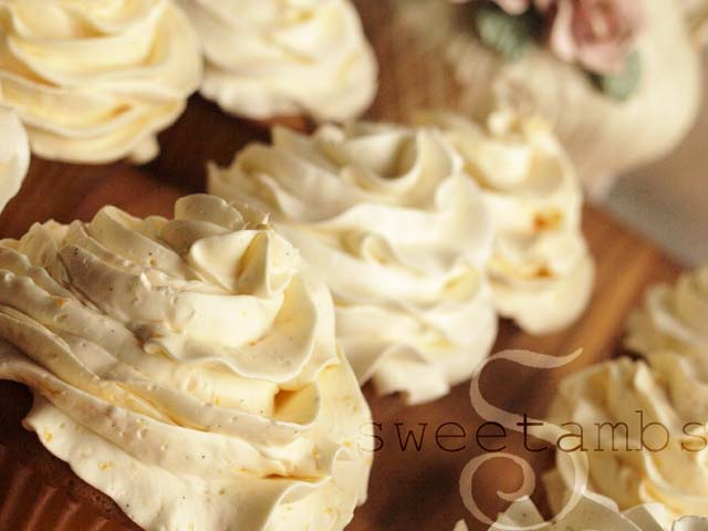 Vanilla Bean Buttercream Frosting Recipe — Dishmaps