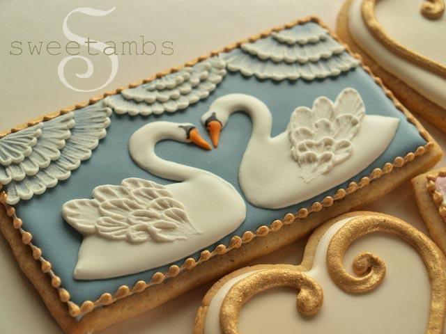 http://www.sweetambs.com/wp-content/uploads/2013/08/Swan23.jpg