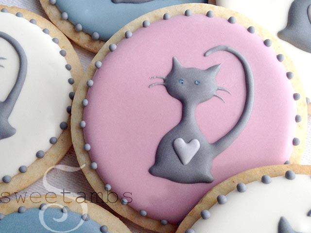 http://www.sweetambs.com/wp-content/uploads/2014/10/Cat-Cookies1.jpg